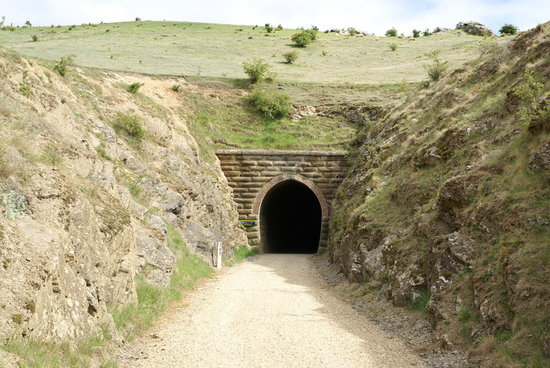 "Otago Central Rail Trail: Tunnel ""Poolburn No. 1"""