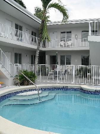Summerland Suites Fort Lauderdale - pool #1