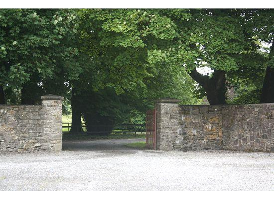 Clonalis House: Entrance to cottages