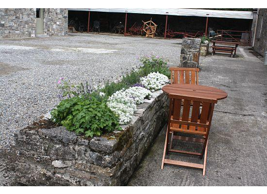 Clonalis House: Courtyard beside cottages