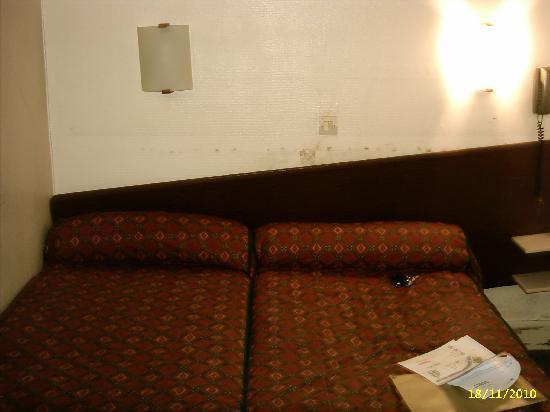 lit au mur du bleu pour un lit en mezzanine design with lit au mur fabulous la maison de. Black Bedroom Furniture Sets. Home Design Ideas