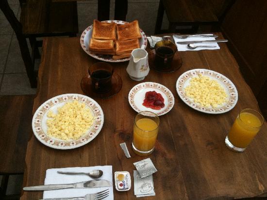 Hostal Killari: American Breakfast