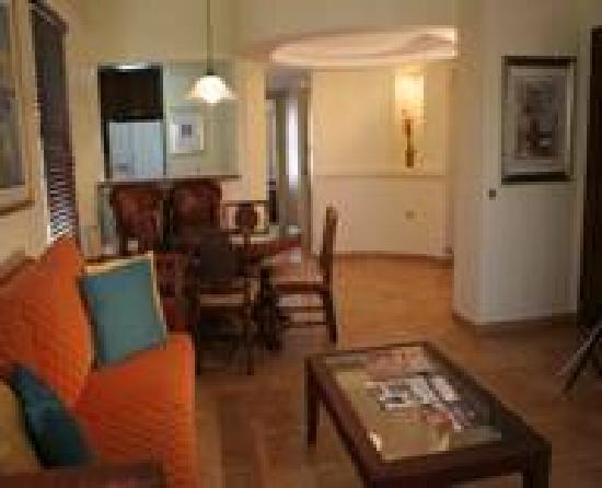 Palmas Lodging: Living Room
