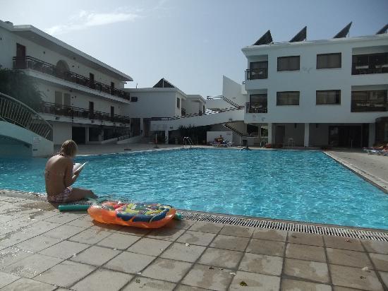 Sofianna Hotel Apts.: pool of Sofianna: clean and wellkept