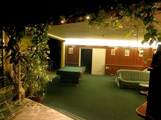 Hotel Classic: Lobby at night