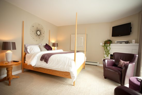The Cranford Inn : The Amethyst Room, Cranford Inn Bed and Breakfast, Charlottetown , PEI