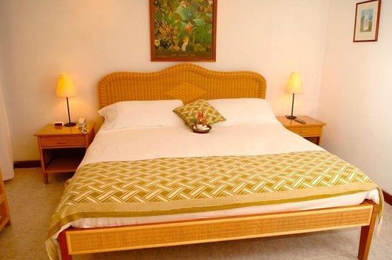 ذا بالمز أوشن فرنت سويتس: Main bedroom in #32