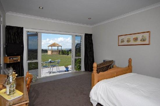 Swallows Ridge: Tui bedroom with ensuite