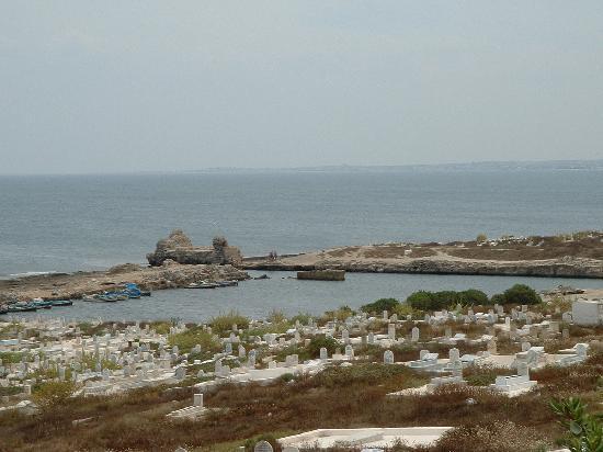 Mahdia, Túnez: La mer, le port et le cimetière
