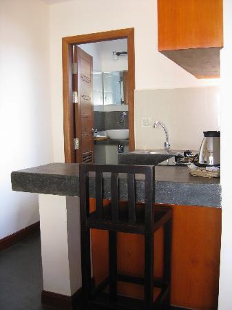 Anise Hotel: Küchenzeile