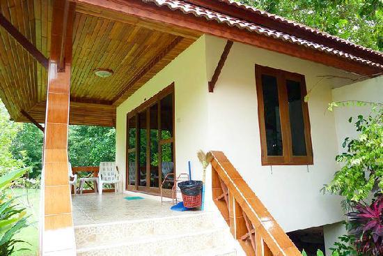 Green Villa: Superior bungalow porch