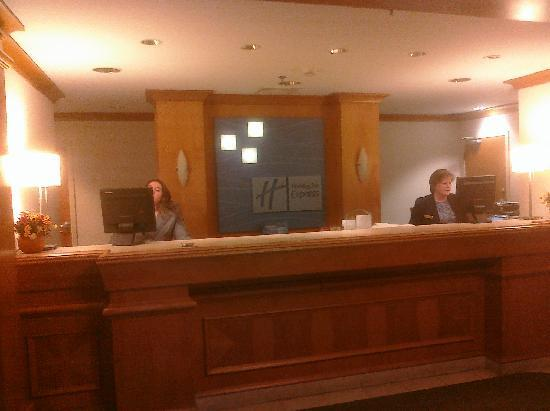 Holiday Inn Express Warwick/Providence: Front Desk