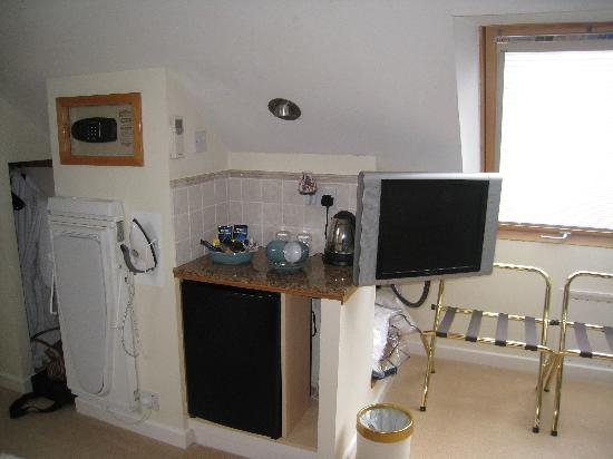 Burswood Guest House: Kitchen Area