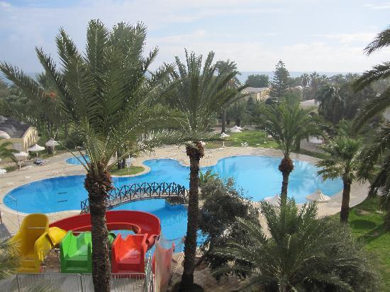 Hotel Marhaba: Blick vom Hotel auf Poolbereich