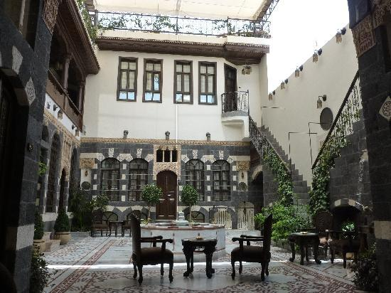 Beit Al Wali Hotel : One of the many connected courtyards