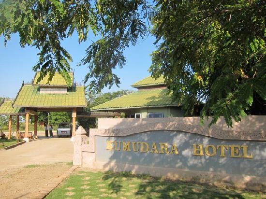 Kumudara Hotel Bagan: hotel lobby entrance