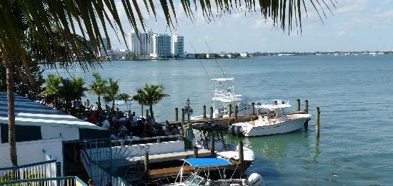 BEST WESTERN On The Bay Inn & Marina: Shuckers Bar & Grill our onsite restaurant