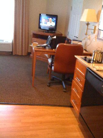 Candlewood Suites San Antonio N - Stone Oak Area: Room 209 Desk/Table Nov 2010