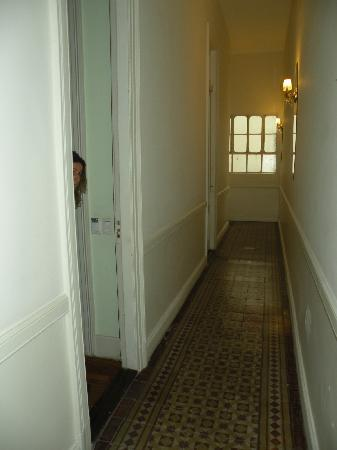 Rooney's Boutique Hotel: Doorway to standard bedroom