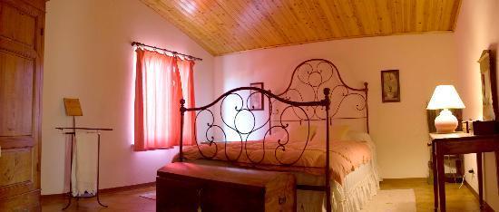 La casa di Lucia: camera rosa