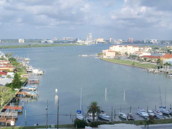 Hyatt Regency Clearwater Beach Resort & Spa: View of road back to mainland