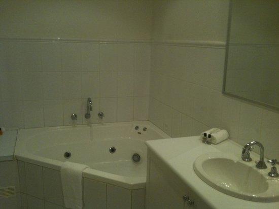 The Marina Hotel: Bathroom