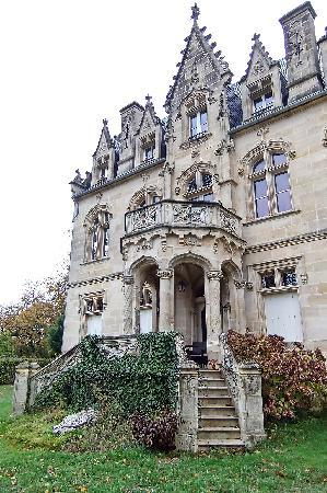 Chateau Bellevue: Front view