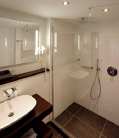 Van der Valk Hotel Volendam: Bathroom Standard room