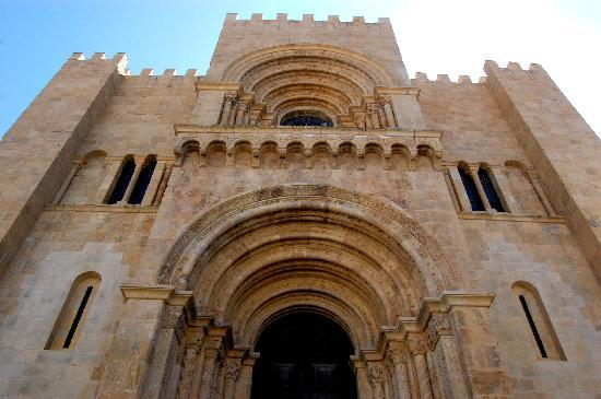 Coimbra, Portugal: La facciata della Cattedrale