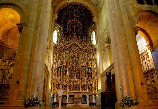 Coimbra, Portugal: Navata centrale