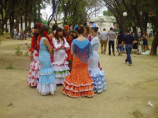 Jerez de la Frontera, España: Damen in der Feria de Jerez