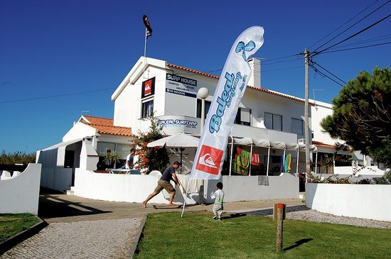 Surf House & Hostel - Baleal Surf Camp - Peniche, Portugal
