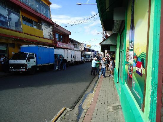 Hotel Santa Maria Inn : Cerca del centro de la ciudad de Alajuela.