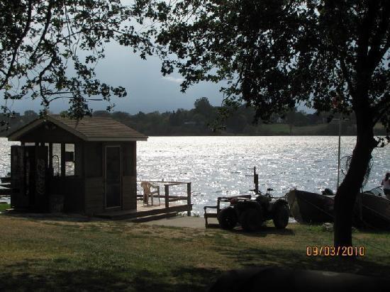 Merland Park Cottages: waterfront