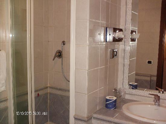 Les Chambres d'Or Hotel: Bath