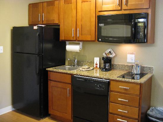 Candlewood Suites Tallahassee: Kitchen