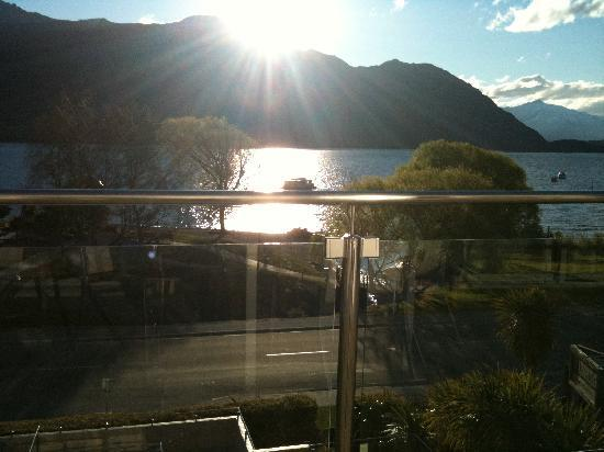 Lakeside Apartments: sunset