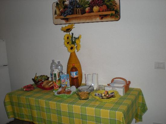 Masseria Rossetti B&B: breakfast is served