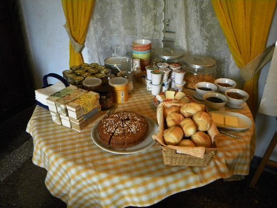 Agriturismo L'Erba Persa: Breakfast surprises