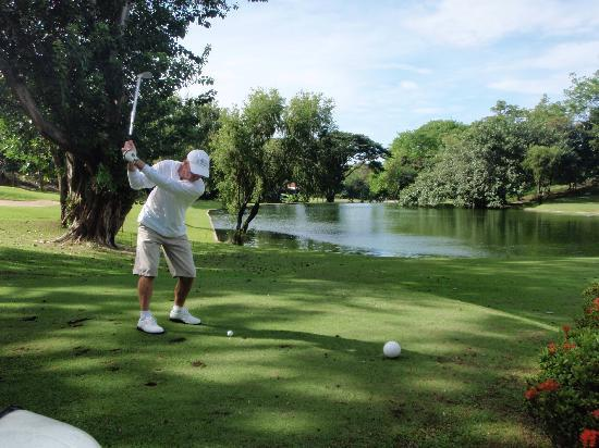 Lian, Filipinler: Calatagen Golf Course