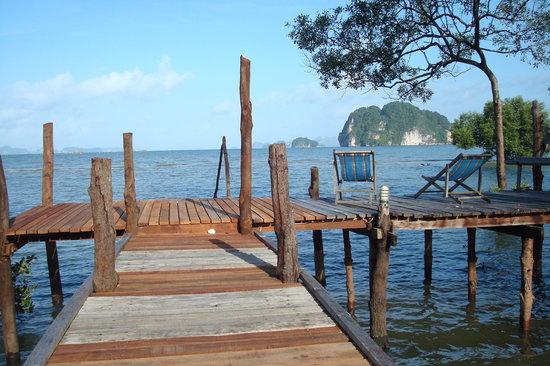 Bananas Bungalows: our pier with view into the phang nga bay