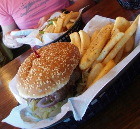 Ponderosa Restaurant: burger and fries