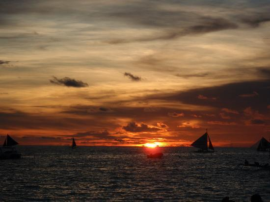 Boracay Sands Hotel: Sunset