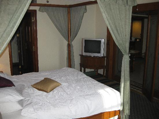 The Maya Hotel : Bedroom in Suite