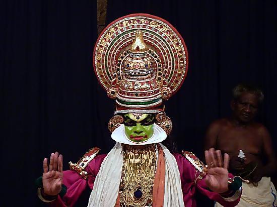 Варкала, Индия: CLASSICAL KATHAKALI DANCE PERFORMANCE AT VARKALA