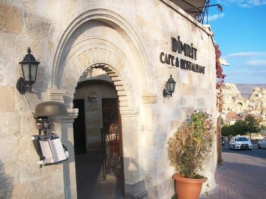 Dimrit Cafe & Restaurant: Outside Scene