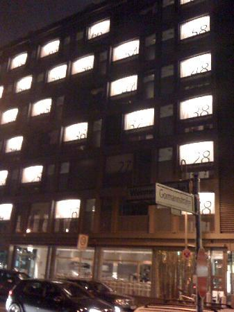 Casa Camper Berlin: Facade avec numeros de chambres