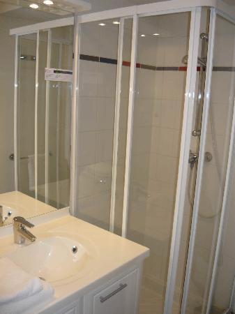 Zenitude Hôtel-Résidences La City : Salle de bain