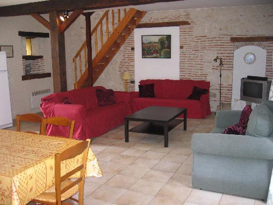 Meric Gites: La Maison - living room