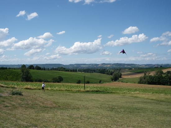 Meric Gites: Kite flying over Meric